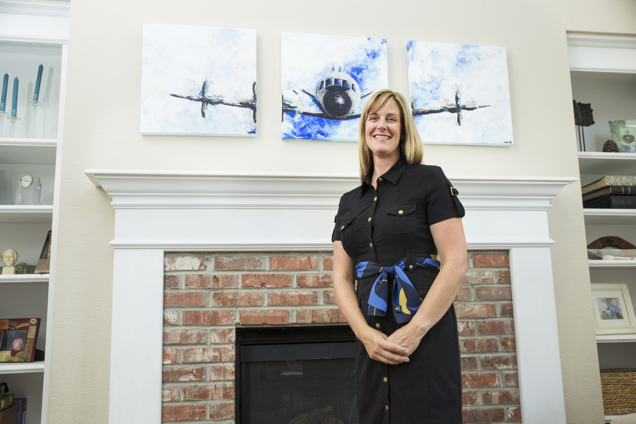 Portrait of Kristin Mabbutt in front of P-3 Orion painting